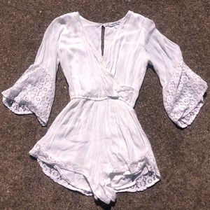 ABERCROMBIE & FITCH white long sleeve romper
